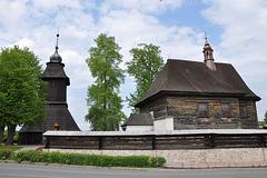 Ligna preĝejo de Sankta Nikolao kaj ligna sonorilejo en Veliny, distrikto Pardubice