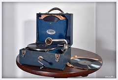 Berg-Artone portable phonograph - approx 1925