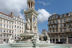 Fontaine place des Jacobins