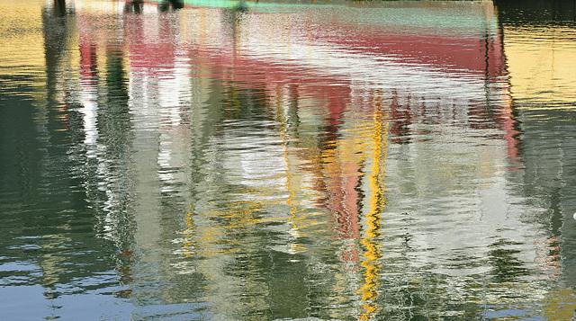 Bateau de pêche dans le port d'Honfleur