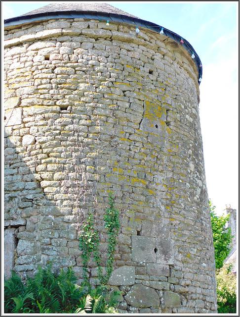 Tour de l'entrée du château de Coetquen