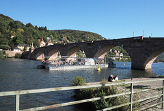 Die Neckarsonne unter der Alten Brücke