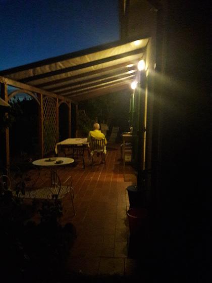 La notte in Luglio..leggere sul cellulare i messaggi!!!