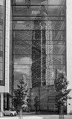 Der  Messe Turm im Spiegel