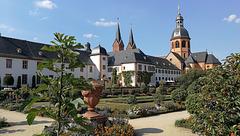 Einhard-Basilika mit der Klosteranlage in Seligenstadt.