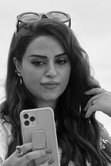 Paris - portrait au portable qui serve de miroir.....