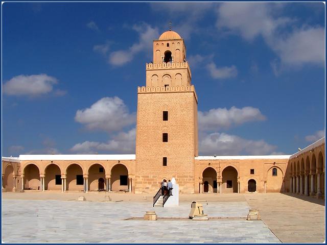 Kairouan : il grande piazzale dell'antica moskea Ucba