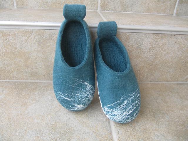 slippers made of merino wool