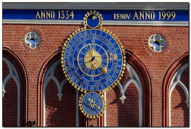 Schwarzhäupterhaus   Uhr