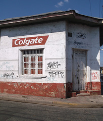 El Chavo - Colgate tags / Graffitis dentaires