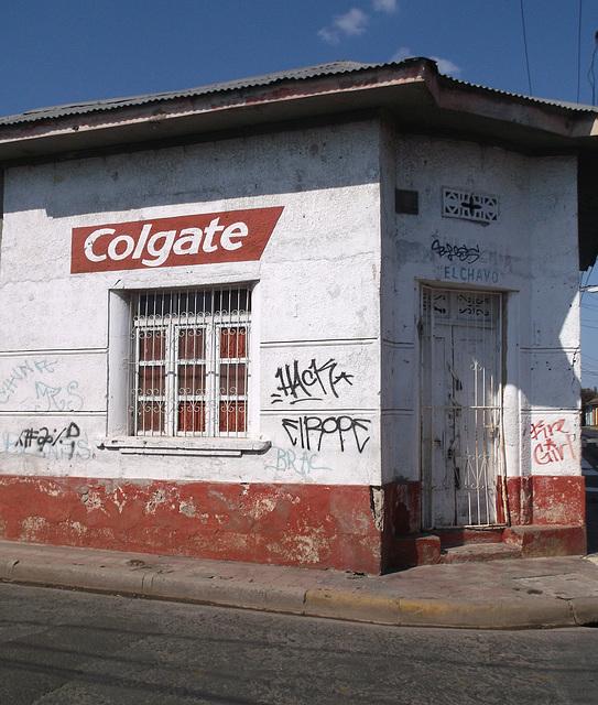 El Chavo - Colgate tags / Graffitis dentaires