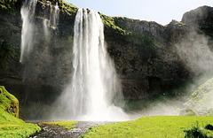 Seljalandsfoss - der abenteuerliche Wasserfall - the adventurous waterfall - mit PiP