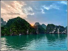 Amaneciendo en la Bahía de Halong
