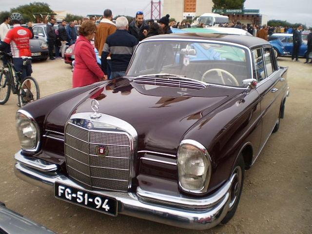 Mercedes-Benz 230 S (1966).