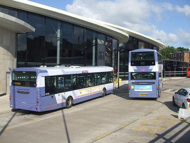 DSCF0597 First Calderline YK05 FJJ and First Manchester MX58 DZB