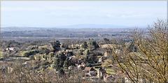 Crémieu (38) 25 février 2015. Vue sur le château Delphinal depuis la colline Saint-Hippolyte.