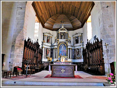 Retable du maître autel (XVIII ième siècle) de l'église de Plouer sur Rance (22)