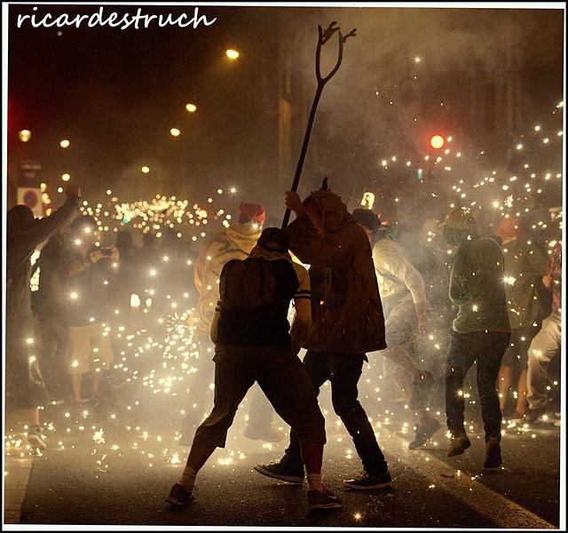 Foc i festa - Fuego y fiesta - Fire and happiness - Un feu et une fête