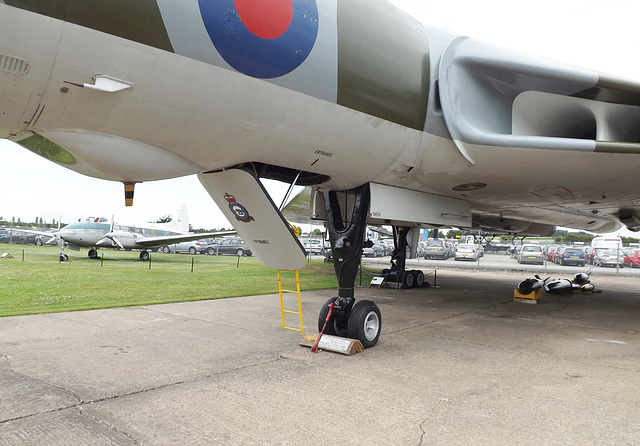 The Vulcan with the DH Dove in the background