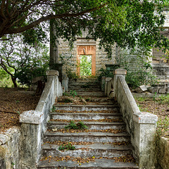 Castillo del Principe / 2 - abandoned houses