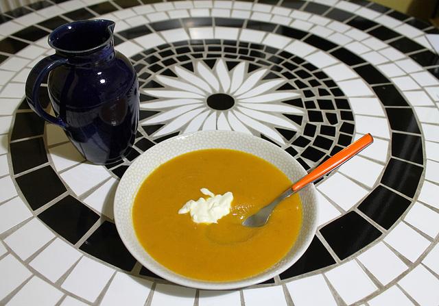 Soupe veloutée de potimarron et pomme de terre faite maison