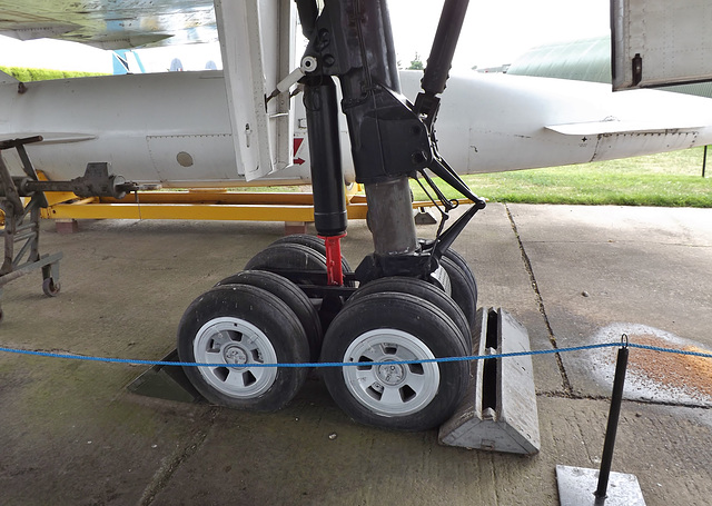 Vulcan  Main Landing Gear with Blue Steel missile behind