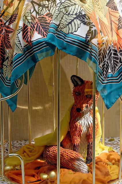 Foulard de soie, renard de cuir