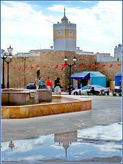 Hammamet : all'esterno della Médina il temporale ha creato una grande pozza dove si specchia la moskea Kabir