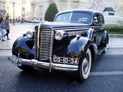Oldsmobile L 37 (1937).