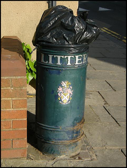 Atherstone litter bin