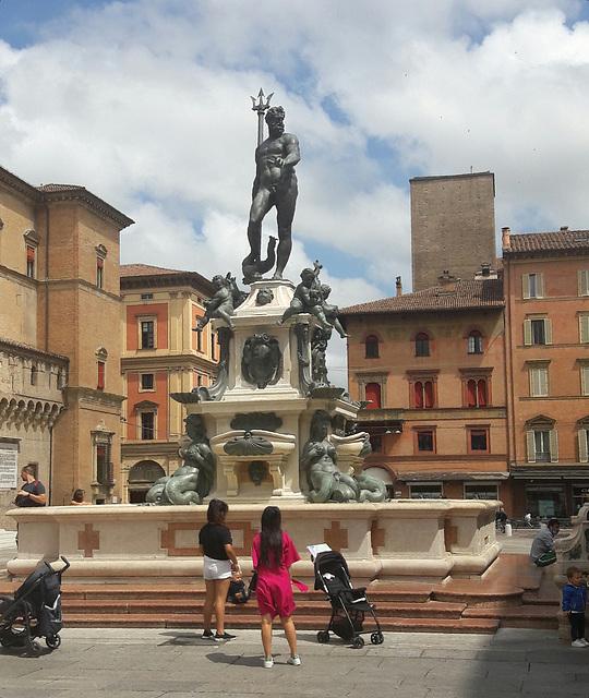 La Fontana del Nettuno lucidata e con il basamento ripulito!