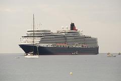 FREJUS: Passage du Queen Elisabeth 01
