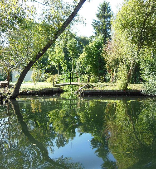 U wie Blick vom UFER in Amiens (Hortillonnages)