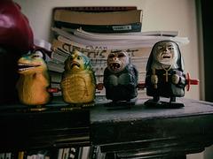 toys in my writing office / muñecas en mi escritorio