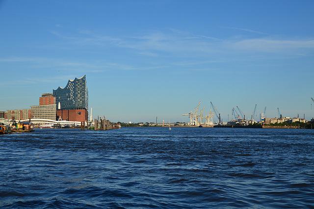 Sommerabend im Hamburger Hafen