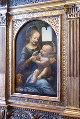 Esta Virgen con el Niño y flores, conocida como Madona Benois, es un cuadro del pintor renacentista italiano Leonardo da Vinci. Está realizado al óleo sobre tabla transportado a tela. Mide 48 cm. de alto y 31 cm. de ancho. Pertenece al periodo 1478-82.