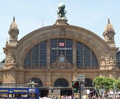 Frankfurt am Main:  Vor dem Hauptbahnhof
