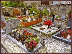 Nevache : il cimitero a lato della chiesa Saint Marcellin - (777)