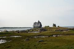 Заброшенная Никольская часовня на безымянном островке в Белом море