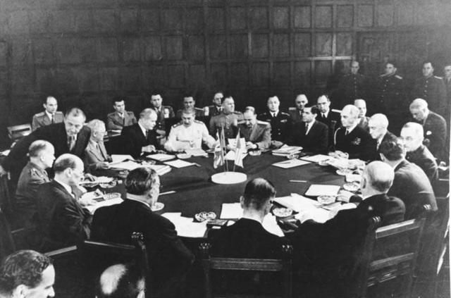 Bundesarchiv Bild 183-R67561, Potsdamer Konferenz, Konferenztisch