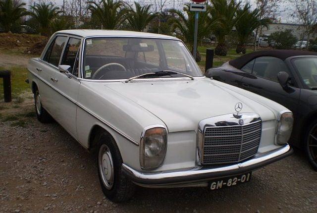 Mercedes-Benz 220 D (1971).