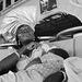 Ghana - Accra - chef d'oeuvre du couvre-chef de la dame qui donnait son sein à son grand fils