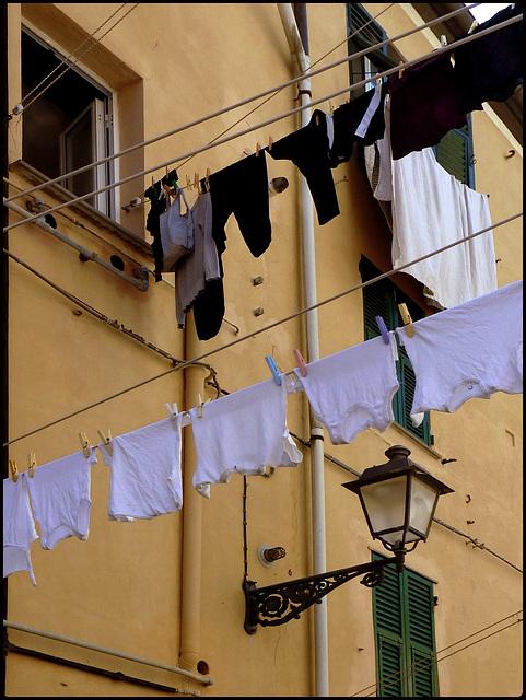 Panni stesi e lampione a Boccadasse - (892)