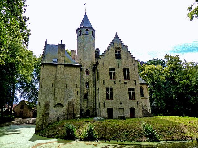 Castle of Beauvoorde (best viewed in black)