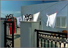 Santorini : Imerovigli , panni stesi