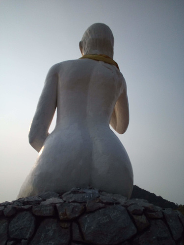 Les fesses blanches de la Dame blanche / The Lady in white's white bum