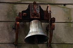 De contempler cette vieille cloche , ça m'a donné le bourdon .
