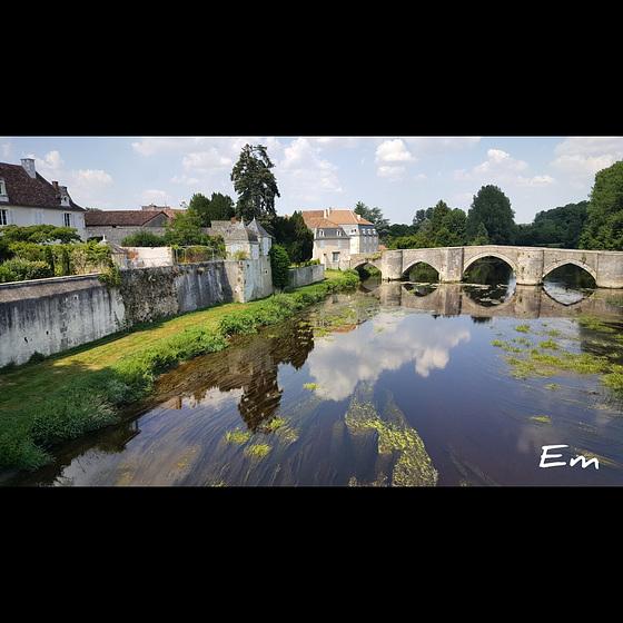 Le vieux pont à Saint Savin