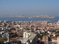 ...Marseille,la rade,et ses Îles:le Frioul et le célèbre Château d If ...