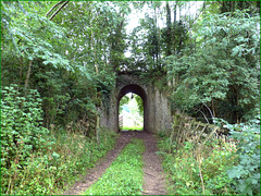 L'entrée privée des vaches sous l'ancienne voie ferrée. VOIR NOTE
